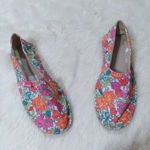 NEW Havaianas floral print canvas flats size 8